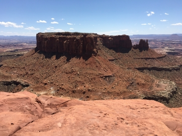 The Grand View Point Overlook trail