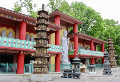 Ten Thousand Buddha Temple
