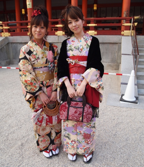 girls in kimono at Heian-jingu Shrine