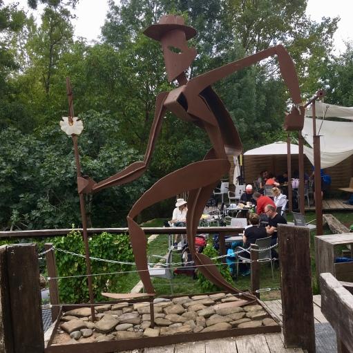 pilgrim sculpture at La Parada de Zuriáin