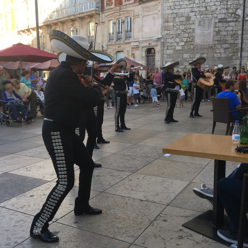 musicians at Plaza Santa María