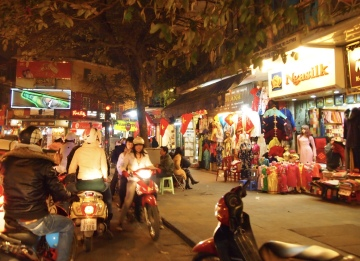 chaotic Hanoi at night