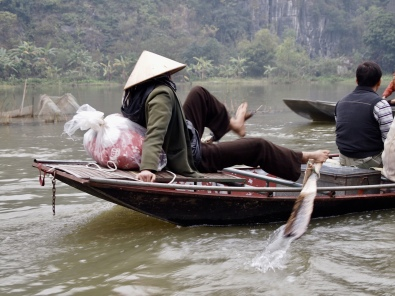 paddler at Tam Coc