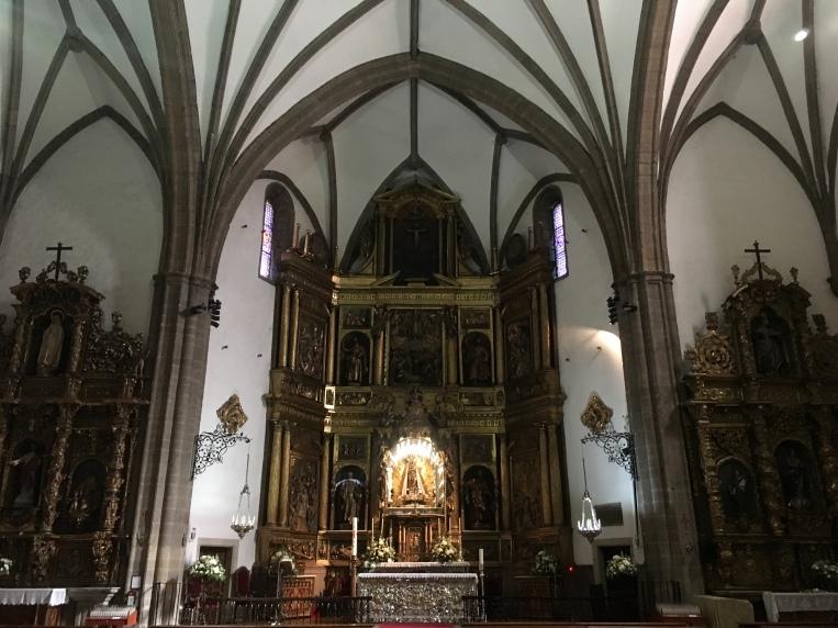 inside Basílica de la Virgen de la Encina