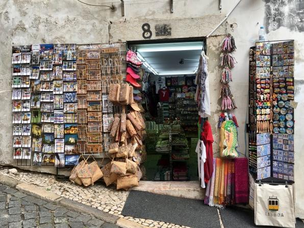 souvenir shop outside Castelo de São Jorge