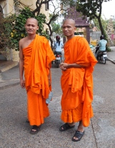 monks at Wat Langka