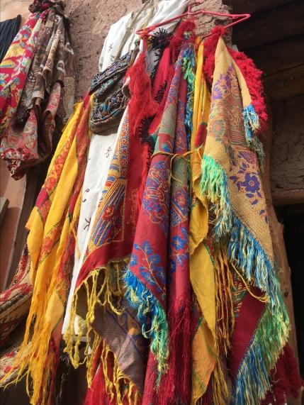 enticements in Aït Ben Haddou