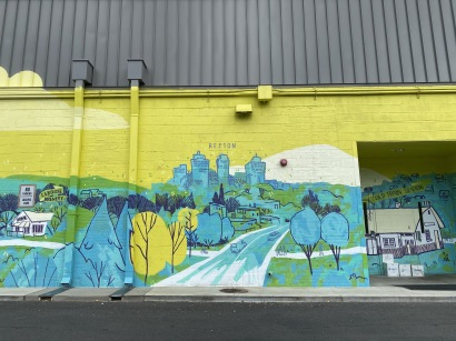 murals at the end of Cottage St.