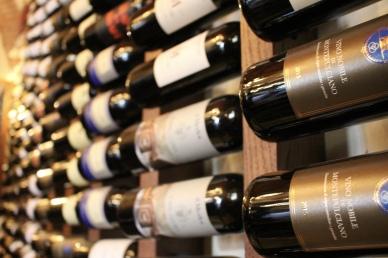 """wine bottles at """"Des Arts"""" Bistrot e Winebar"""