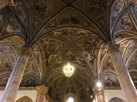 inside Cathedral of San Lorenzo