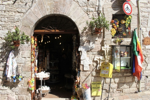 shop on the way downhill in Assisi
