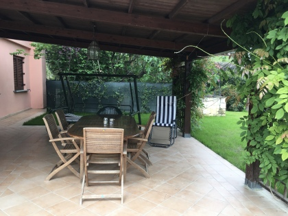 Perugia Airbnb covered patio