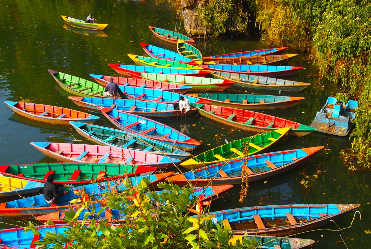 pretty boats all ajumble in the lake
