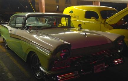 antique cars at Bob's Big Boy 2014