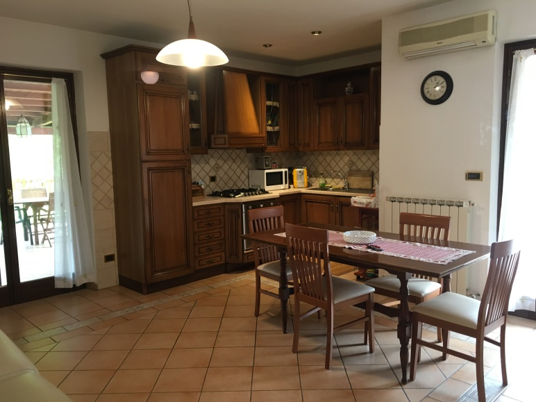 Perugia Airbnb kitchen