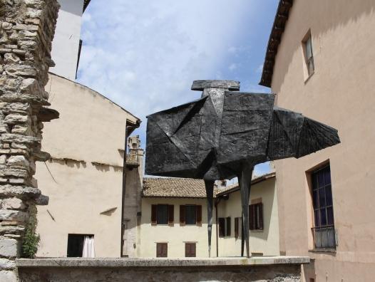 statue in Spoleto