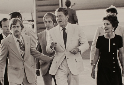 Expressing concern about the gathered crowd being kepat at a distance, CA governor Ronald Reagan, with his wife Nancy, disembarked at the Fargo airport at a campaign stop for the GOP presidential nomination, which was ultimately won by Gerald Ford.